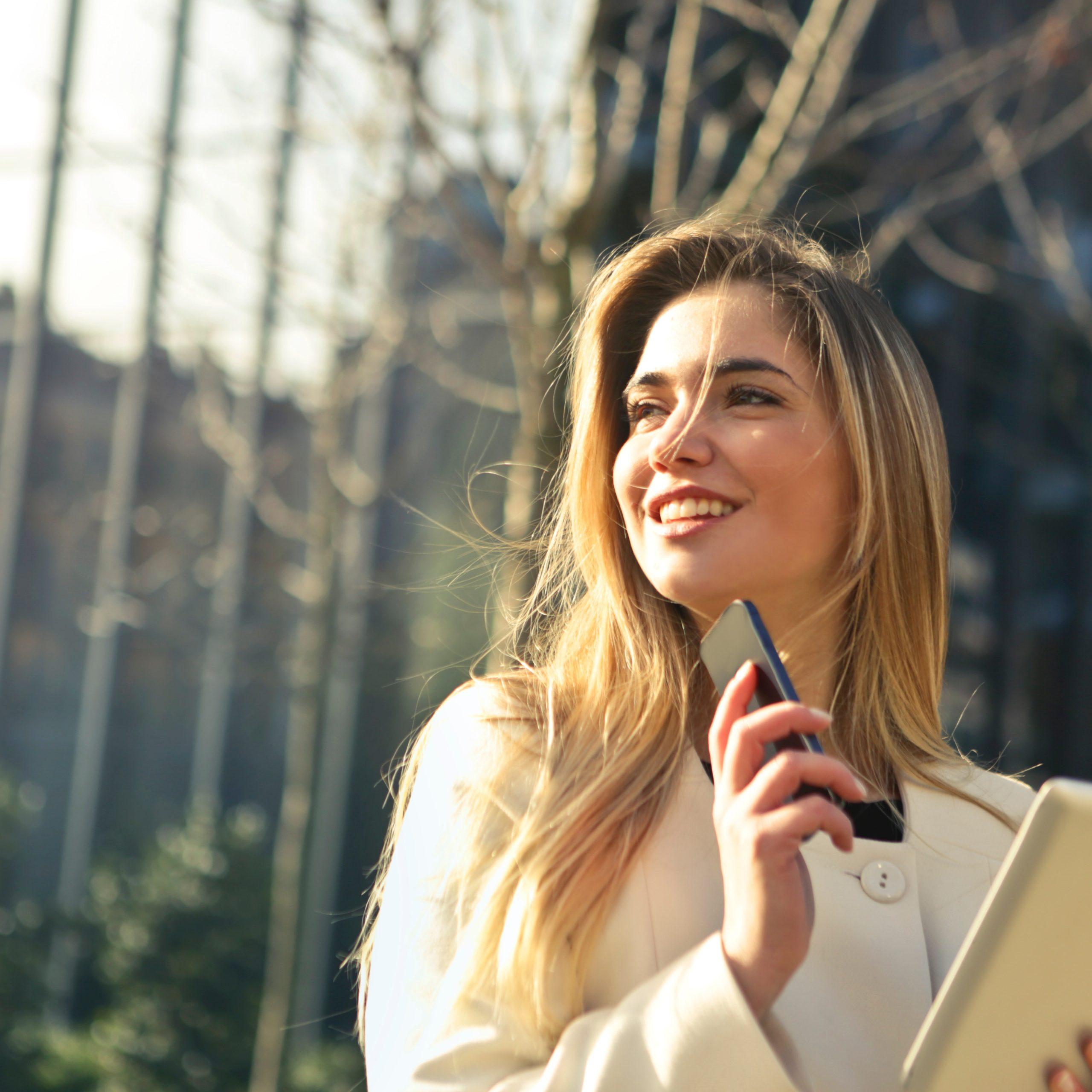 beautiful-businesswoman-caucasian-864994.jpg