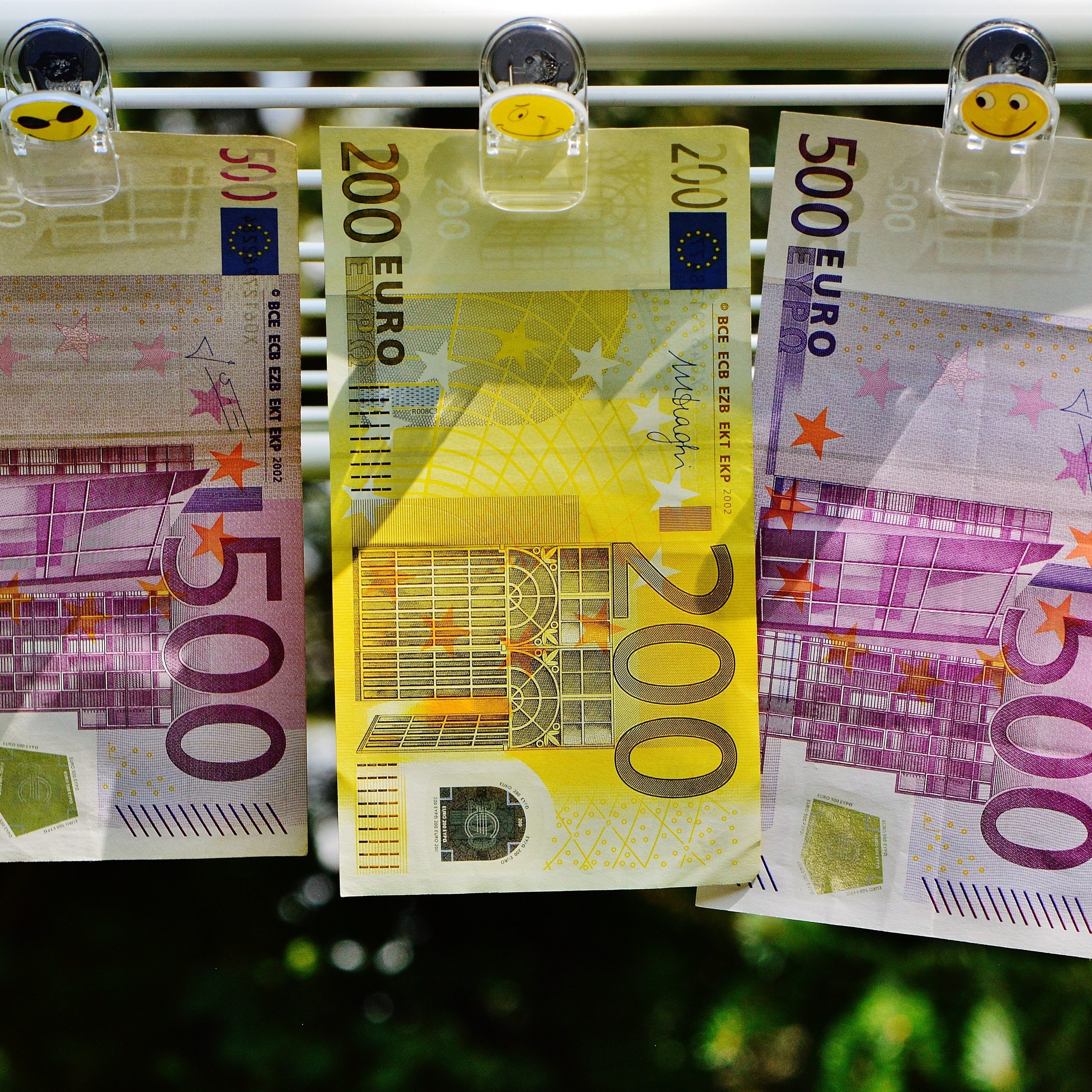 cash-currency-euro-164529.jpg