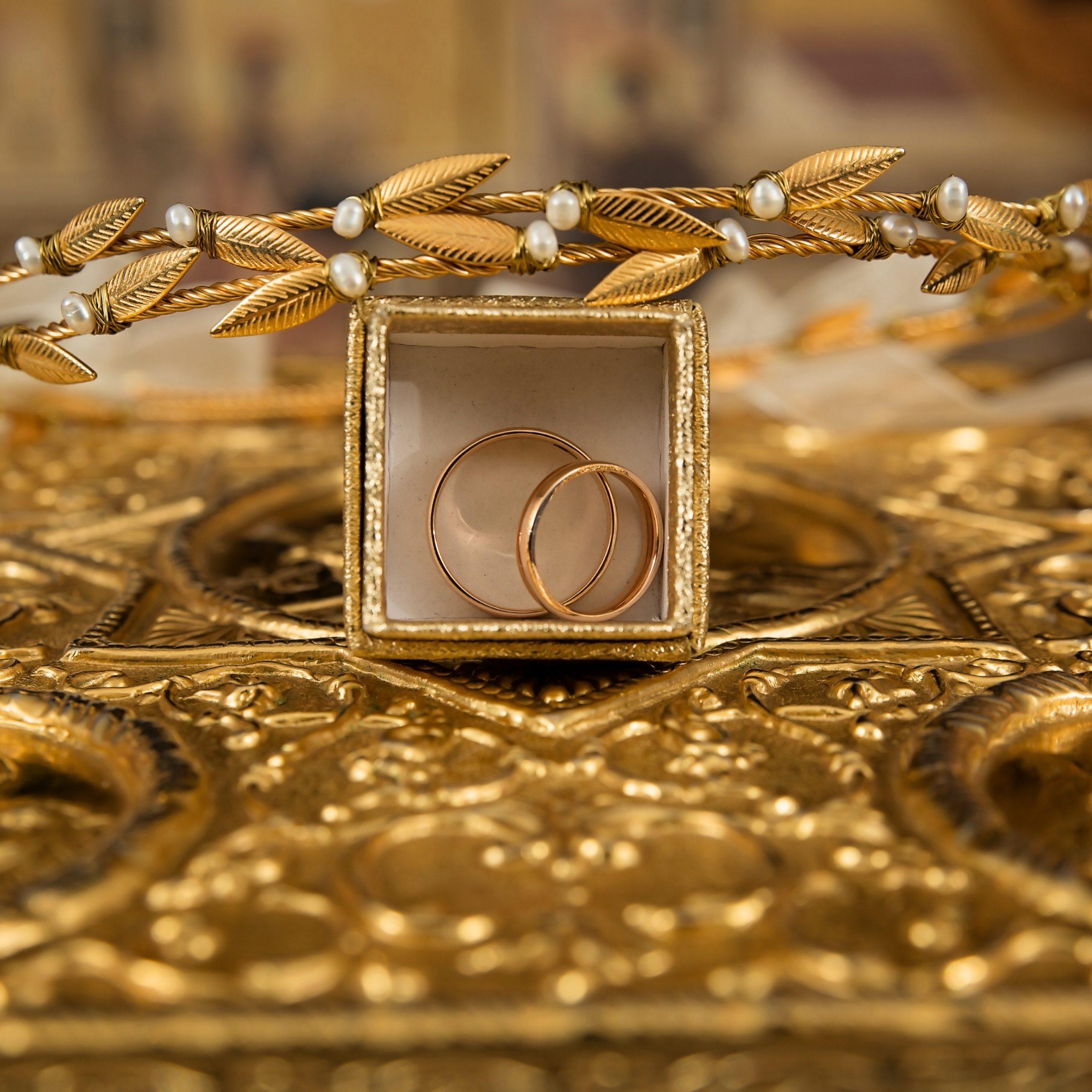 engagement-gold-gold-rings-248077.jpg